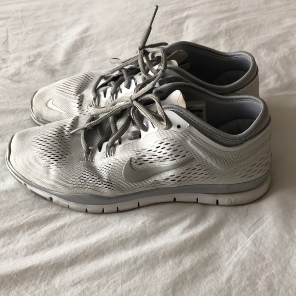 Nike workout shoes. M 5a8c3b83077b9738f3e227e3 6e7405cb6
